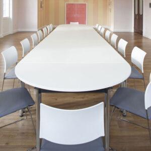 Овальный стол для переговорной ARLES